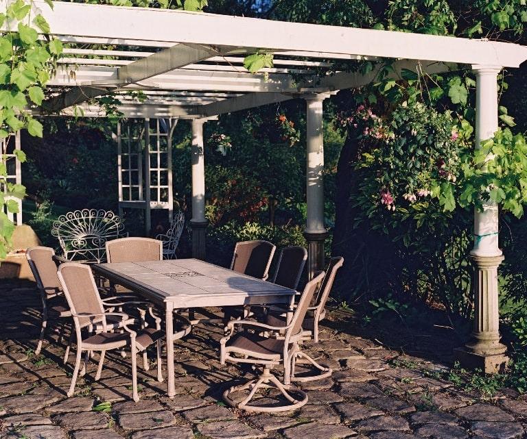 patio2-min